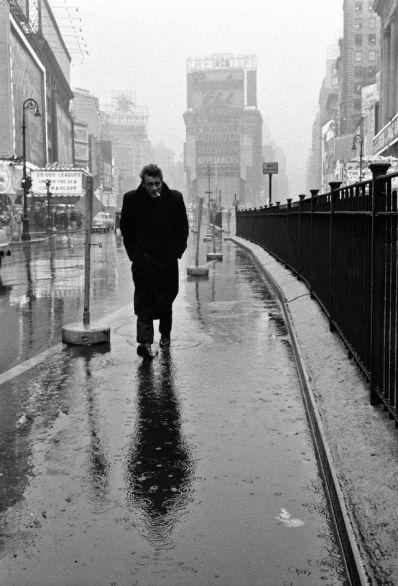Dennis Stock - James Dean sotto la pioggia di Times Square