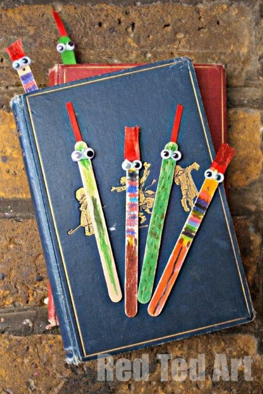 Boekenlegger: ijsstokjes, wiebeloogjes, viltstiften en vilt of wol (Red Ted Art)