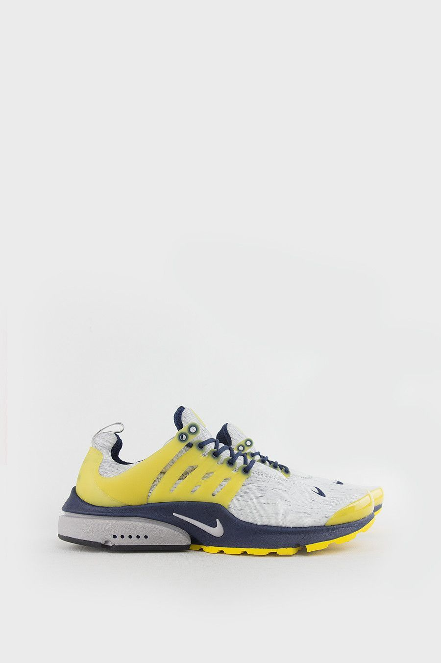 the best attitude 03bfb 38bf6 The Nike Air Presto Men s Shoe brings back the shoe s revolutionary approach  to fit, comfort and lightweight support with a stretchy mesh upper, ...