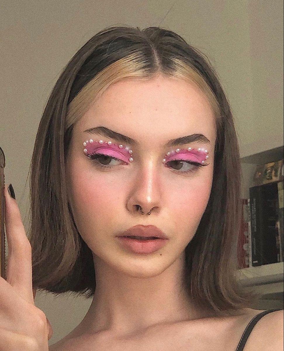 applying makeup steps   Pretty makeup looks, Pretty makeup