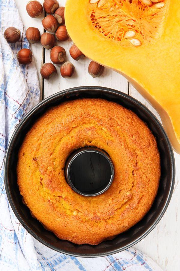 Η κολοκύθα δε δίνει μόνο εξαιρετικές αλμυρές συνταγές αλλά και πολύ λαχταριστές γλυκές, όπως αυτό το αφράτο κέικ.