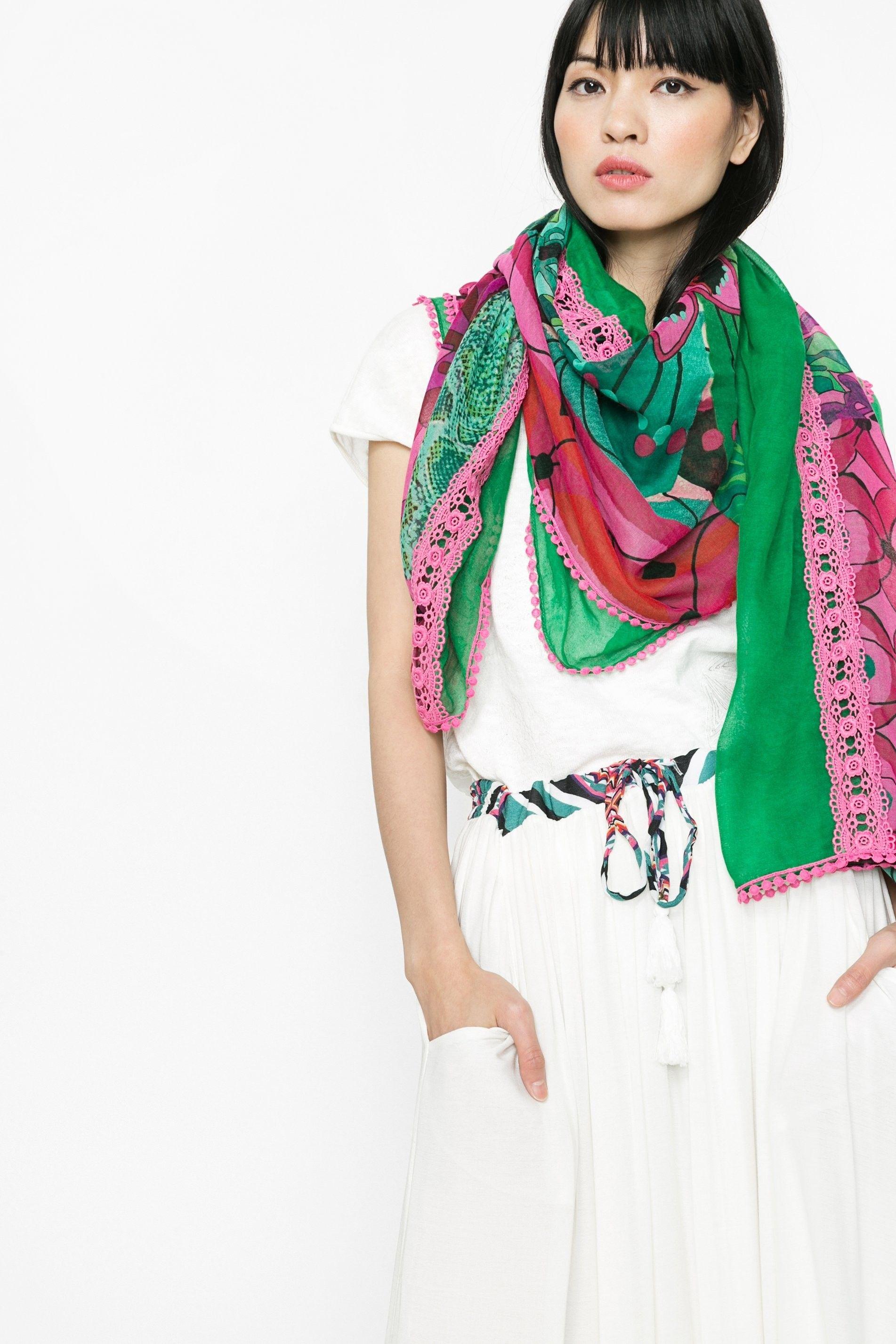 240ecdfd5 Pin de Mymalena Style en WE LOVE DESIGUAL | Foulard, Accessori y Verde