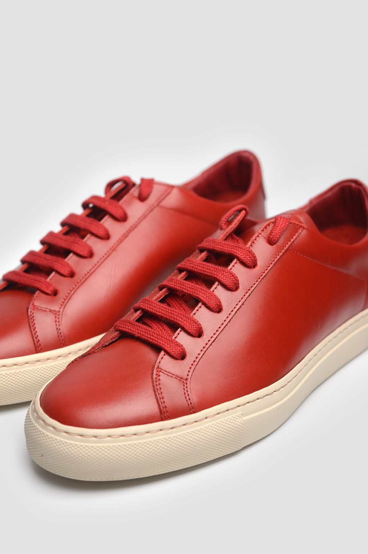 33fc4bd6642c COMMON PROJECTS 1854 Original Achilles Vintage Low Red Sneakers. Red round  toe leather sneakers with leather lining