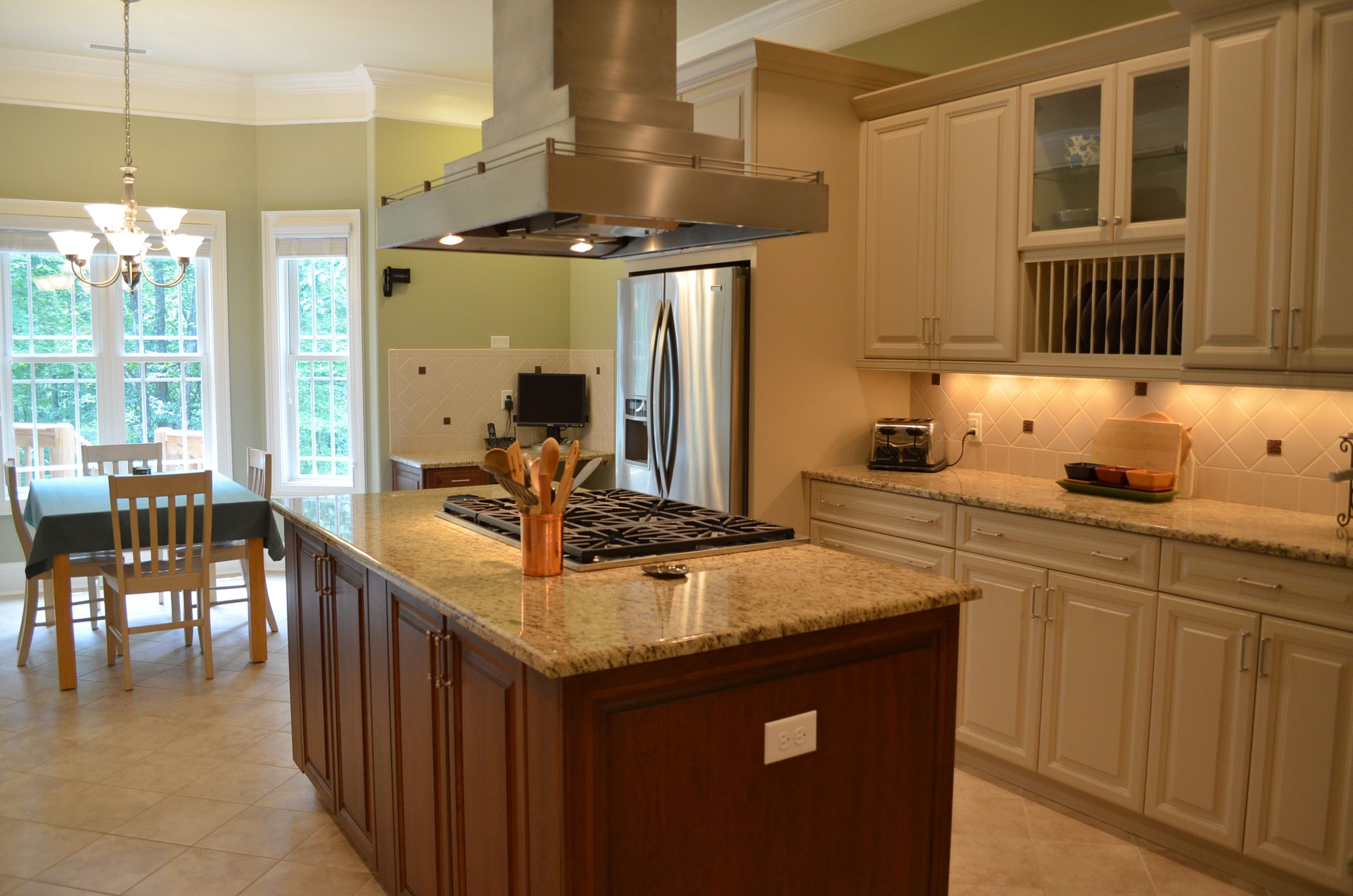 Sophisticated And Super Functional This Gorgeous Kitchen Has It All Six Burner Dacor Gas Cooktop With Overhead Exhaust Fan Dual Stainless