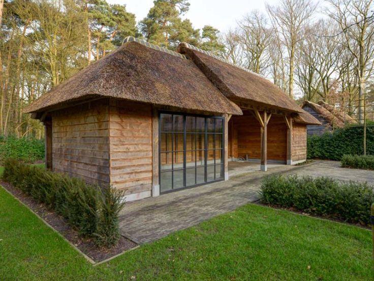 Afbeeldingsresultaat voor tuinhuis rieten dak   Tuinhuis   Pinterest ...