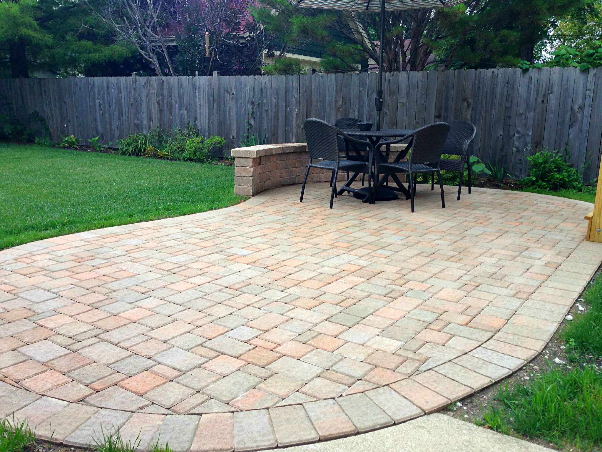 Kidney Bean Shaped Patio Design By Chicagoland Patio Builder