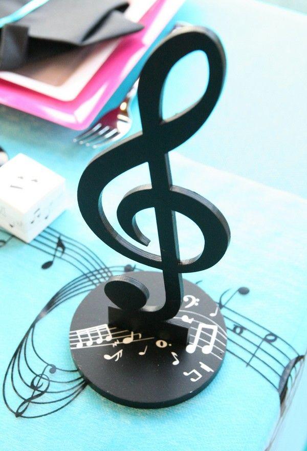 voici une d coration parfaite pour ce th me de la musique et oui il s 39 agit d 39 une clef de sol. Black Bedroom Furniture Sets. Home Design Ideas