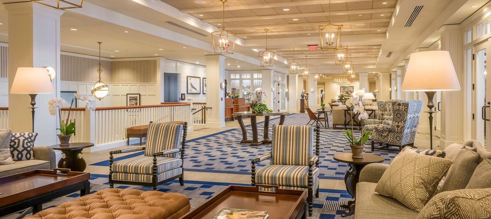 Hotels In Gloucester Ma Beauport Hotel Posh Lobby Bar