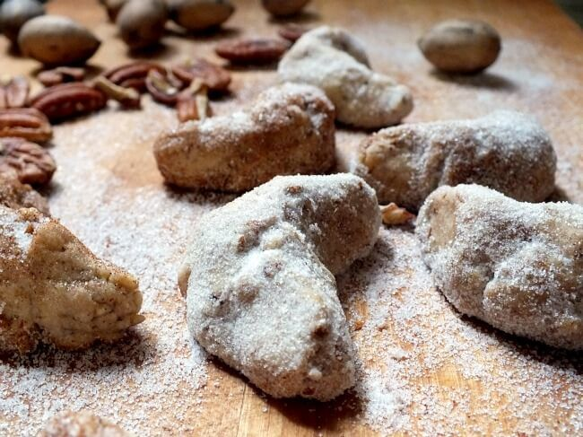 These maple pecan sandies are melt in your mouth, maple goodness. If you like pecan sandies cookies you'll love this recipe with its autumn upgrade. So Easy