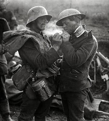 a german and a british soldier sharing a cigarette during the christmas truce 1914