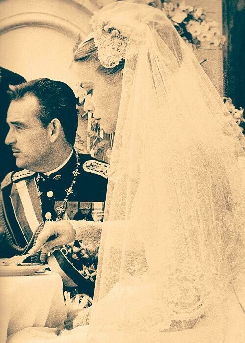 Grace Kelly- new Princess Consort Monaco- eating at her wedding ...