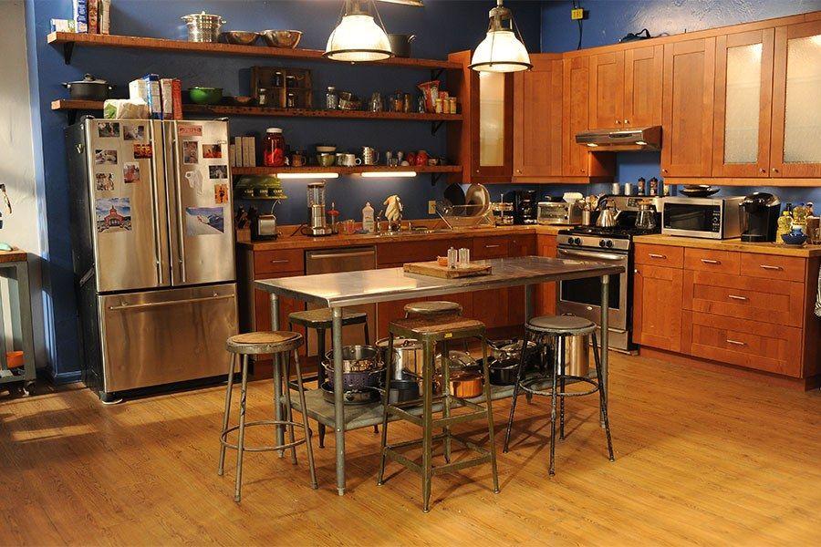 New Girl S Los Angeles Loft Set Design Decor Kitchen New Girl
