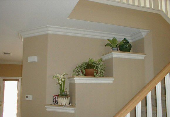 Decorar con molduras paredes y techos molduras escalera for Modelos de techos de yeso