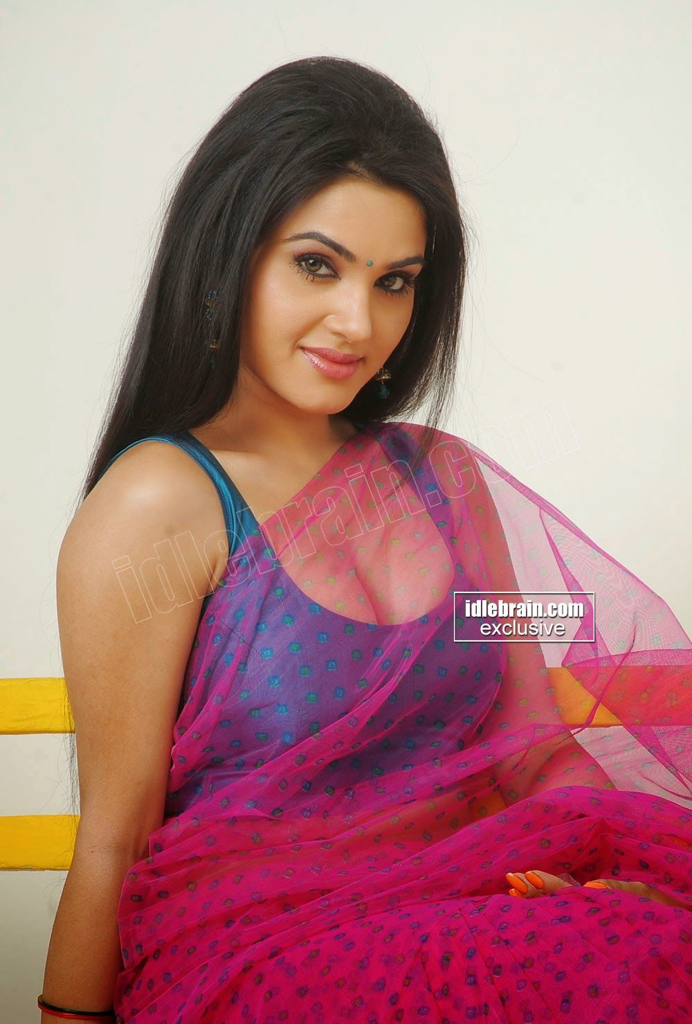 Kavya Singh Sexy Cleavage Show In A Sexy Saree In Her Latest Hot Gallery Kavya Singh