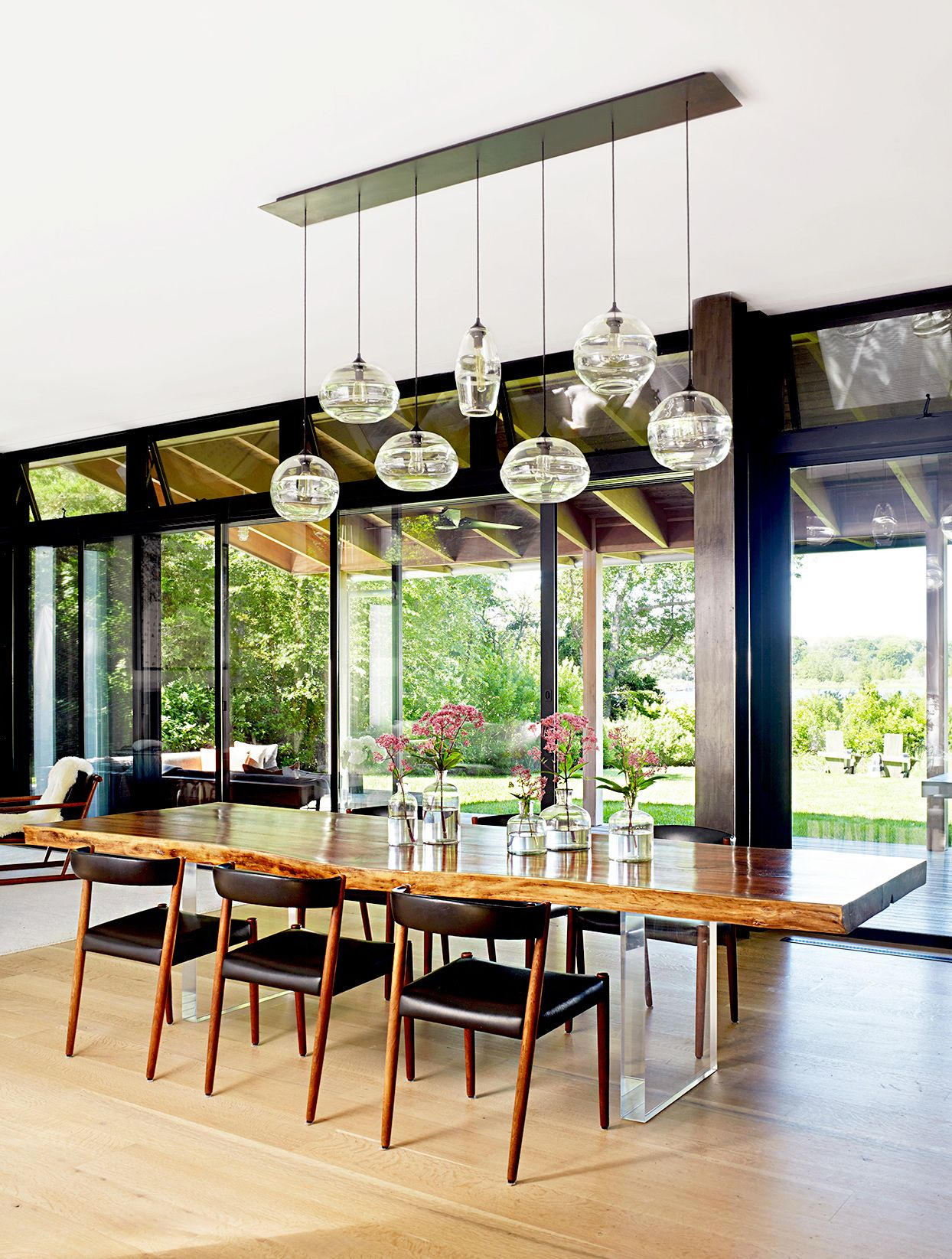 8 Must See Design Trends To Steal From Your Favorite Restaurants Dining Table Lighting Dining Table Lights Dining Table Light