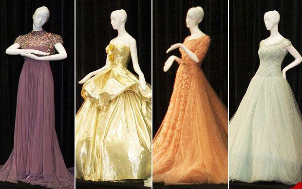 """Vestido da Rapunzel, criado pela Jenny Packham; a versão de Cinderela, feita pela Versace; Bela Adormecida, criada pela Aurora; e Tiana, de """"A Princesa e o Sapo"""", por Ralph & Russo."""