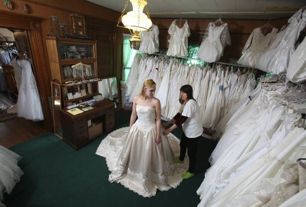 This dress shop in marysville ohio rents out wedding dresses this dress shop in marysville ohio rents out wedding dresses junglespirit Images