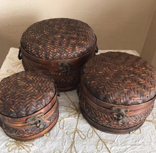 Vintage-Round-Woven-Bamboo-Nesting-Baskets-w-Hinged-Lid-Brass-Clasp-set-of-3