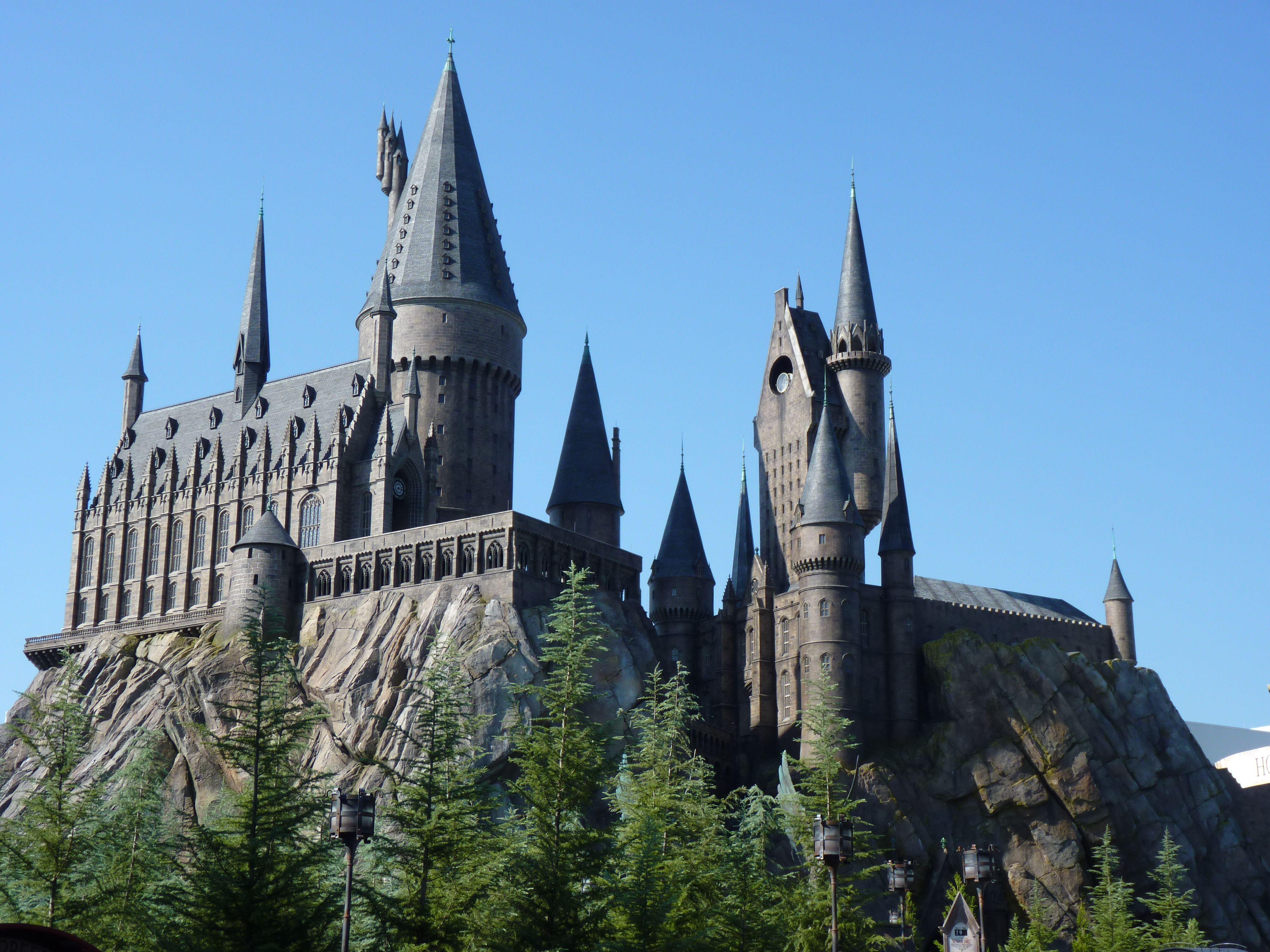 Hogwarts Wizarding World Of Harry Potter Harry Potter Theme Park Harry Potter Castle