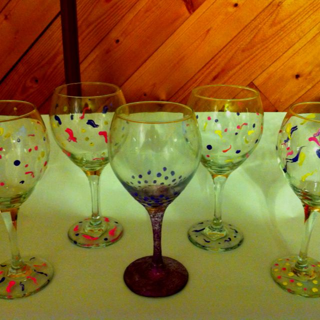 Acrylic paints glitter and modge podge to decorate wine for Acrylic paint on wine glasses
