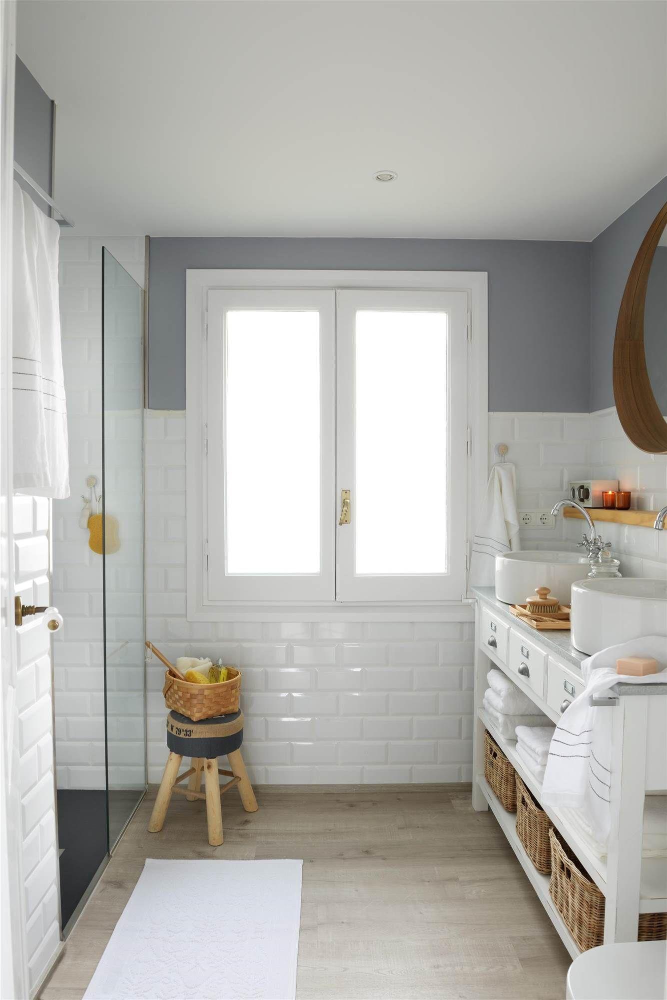 Iluminar el espejo desde arriba ba o pinterest - Como alicatar un bano ...