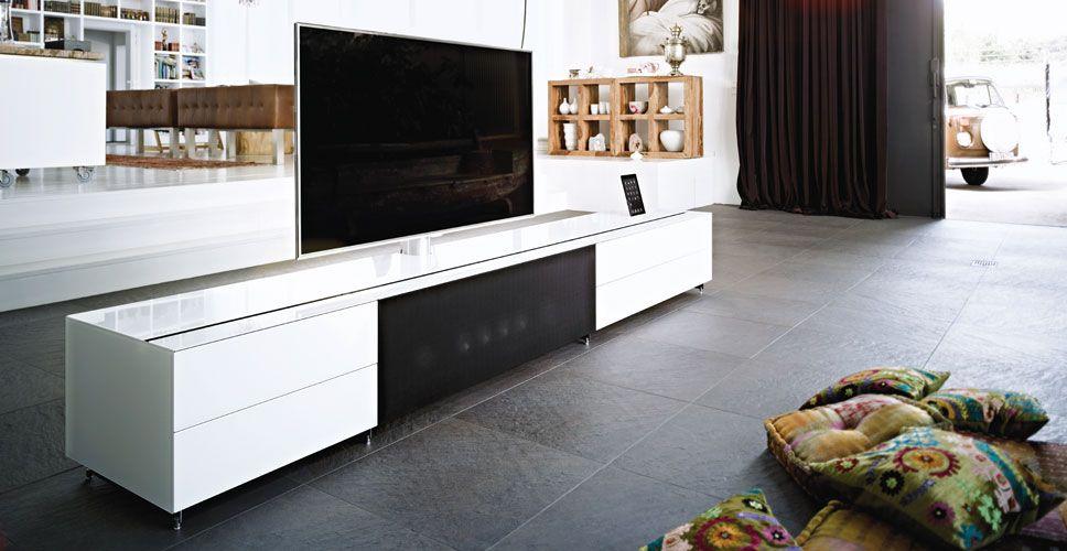 Spectral Cocoon TV-Möbel weiß im Wohnzimmer bei Funkhaus - wohnzimmer tv möbel