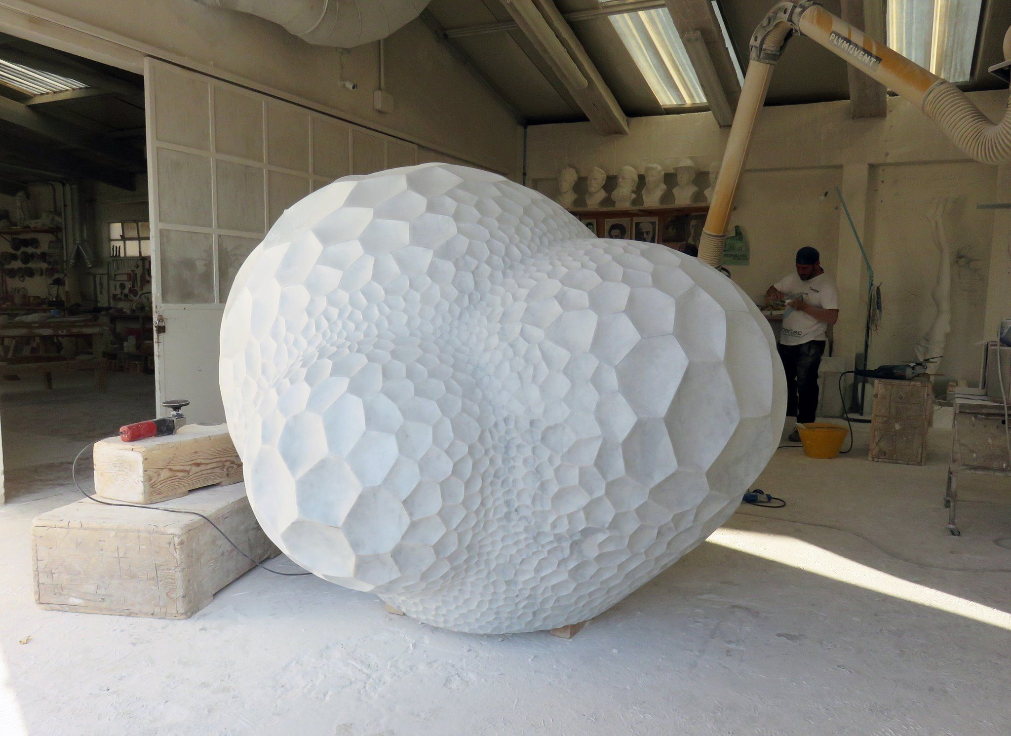 Swiss sculptor Sibylle Pasche transforms large segments of Italian marble into boulder-like sculptures which are covered in a porous web. These holes provide a peak inside the works' complex …
