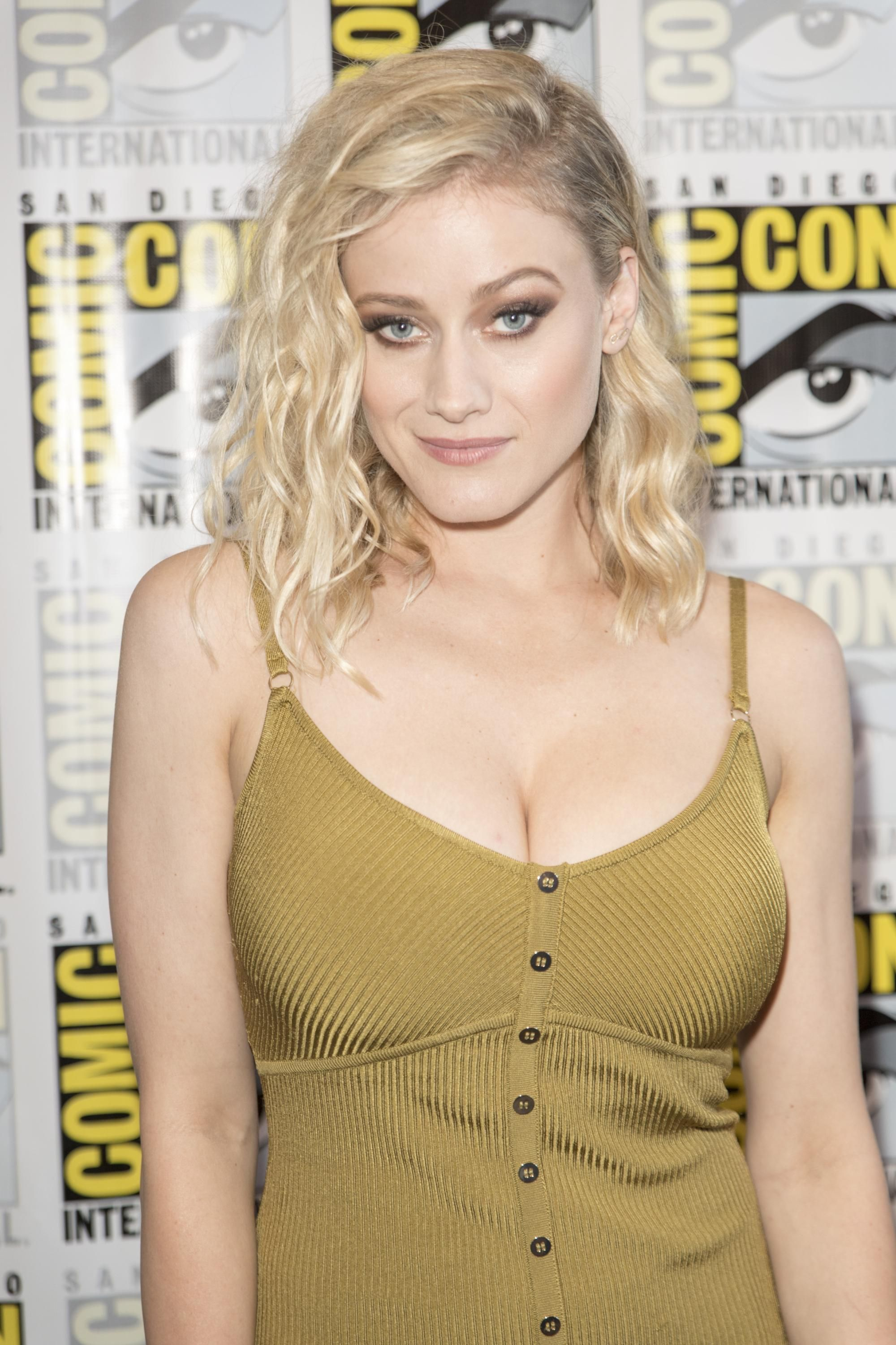 Olivia Taylor Dudley chest