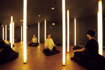 日本初の瞑想専門ジム muon で痩せ脳を育てよう 磁場 痩せ 瞑想