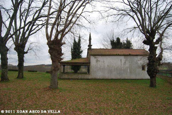 XOAN ARCO DA VELLA: CAPILLA DE SAN ROQUE - LAVACOLLA