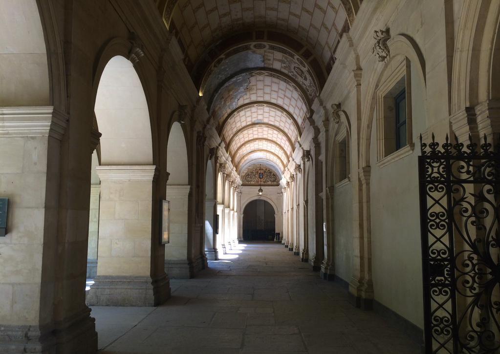 #ArchitectureMW, la jolie perspective de la galerie de la cour du @mbalyon, un beau #SouvenirMW aussi… #MuseumWeek