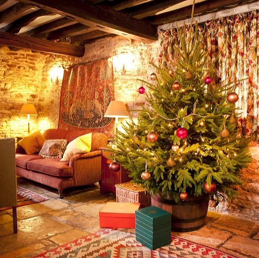 Celebrate Christmas At A Country House In The United Kingdom Christmas Decorations Bedroom Cosy Christmas Country Christmas