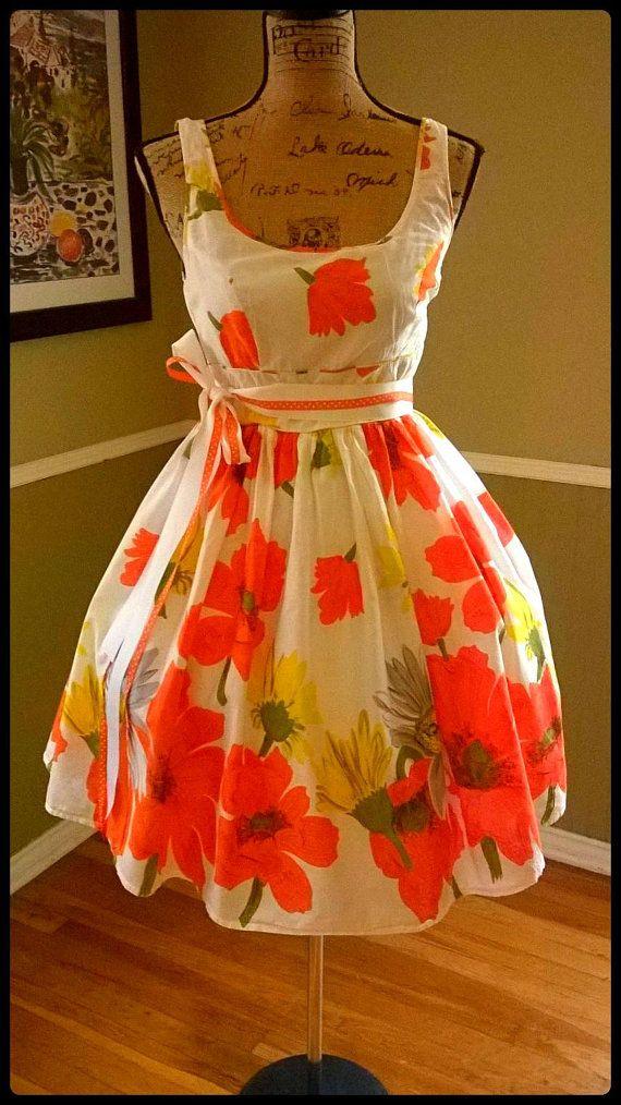 Lovely Vintage dress/ Orange and Yellow Floral print/ Tea dress/ Garden Party/ Full Sweep Skirt/ Medium