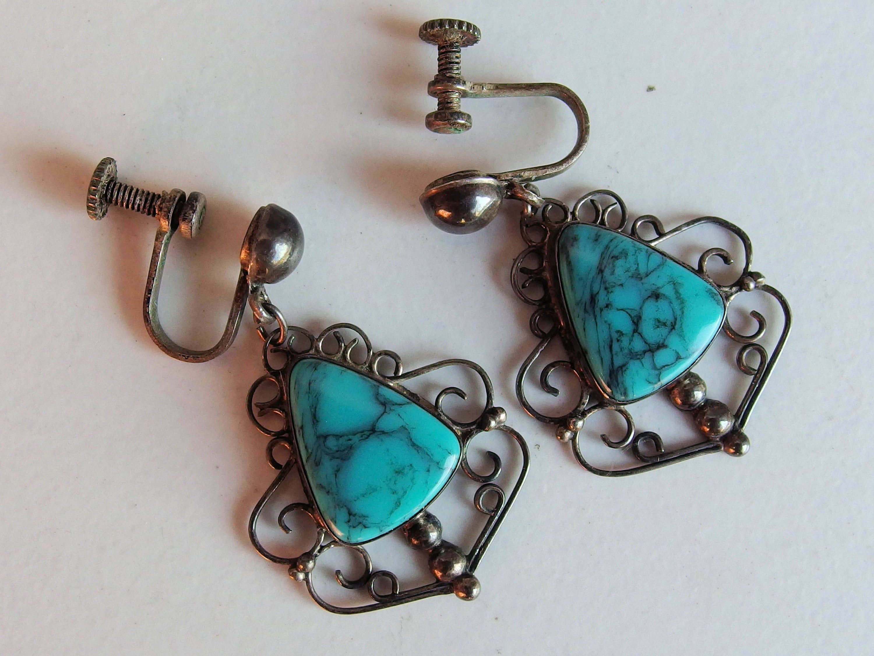 Gorgeous Tourquois Screw Back Earrings