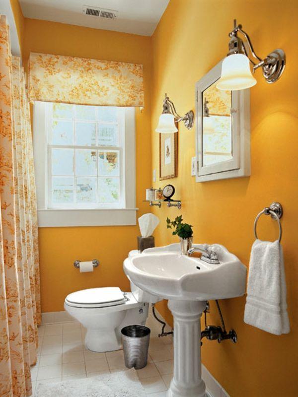 gute baddidee - kleiner spiegelschrank und gelbe wandgestaltug - tapeten badezimmer geeignet