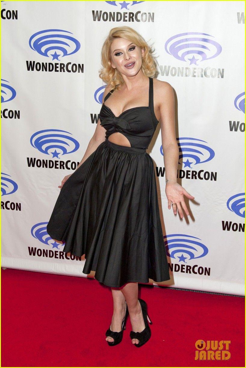 Will Peltz Shelley Hennig Join Co Stars At Unfriended Wondercon 10 Fashion Formal Dresses Long Style Inspiration