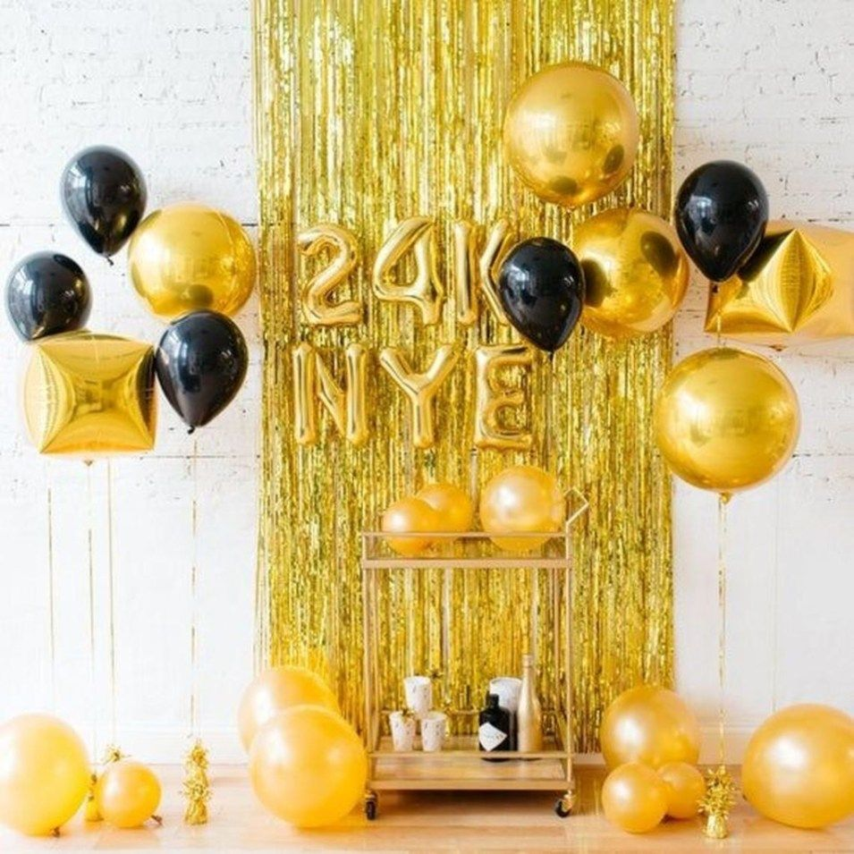Wonderful Black And Gold New Years Eve Party Decoration