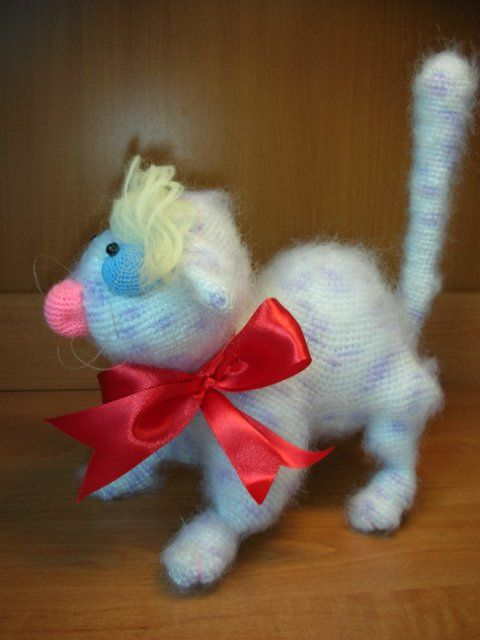Project by Monetka L. Clever cat is Crochet Pattern designed by Astashova for LittleOwlsHut. Pattern is for an experienced crocheters. #LittleOwlsHut, #Amigurumi, #Astashova, #CrochetPattern, #clever cat, #DIY, #Pattern, #Toy
