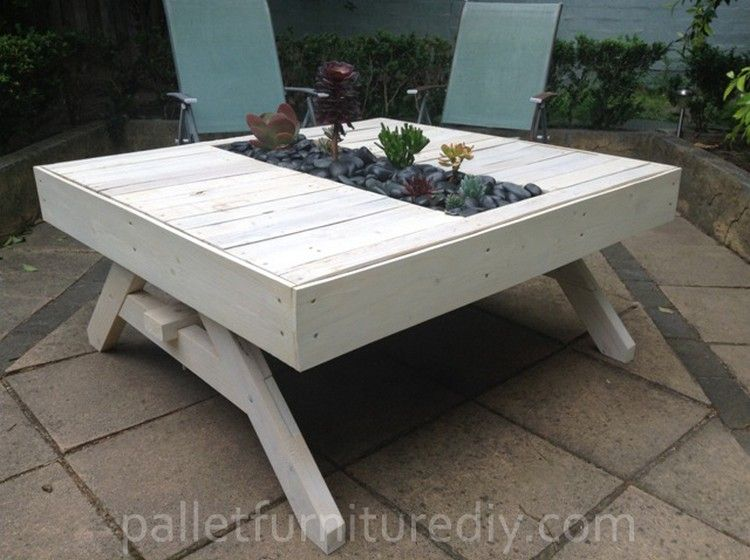 11 Amazing Recycled Pallet Tables With Planters