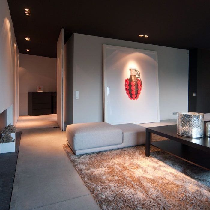 Maison contemporaine am nagement design int rieur moderne salon plafond noir sol b ton - Salon d interieur ...