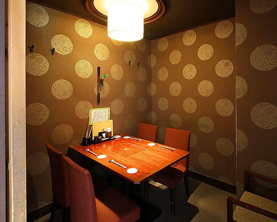テーブル席 完全個室 壁 扉あり 2名様 4名様 テーブル 壁 店
