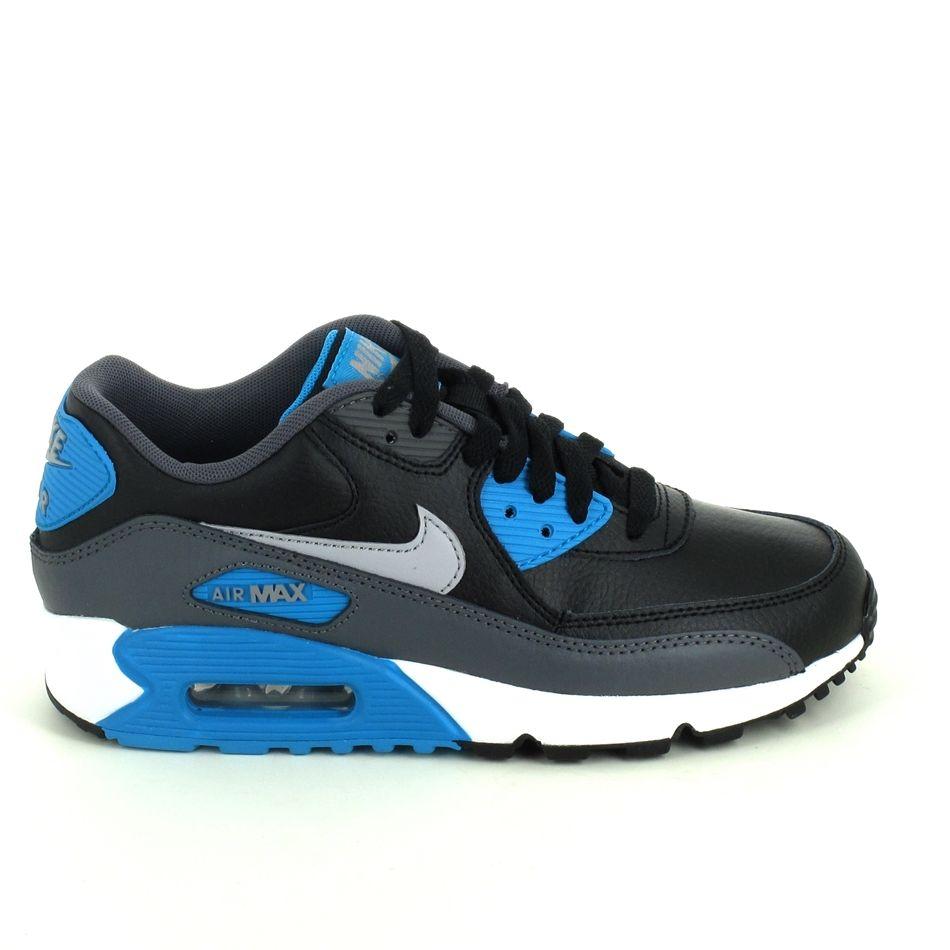 Attention ! Le nouveau modèle cuir Nike Air Max 90 noir, gris, bleu pour enfant est arrivé !! A vite découvrir ! http://www.sports-loisirs.fr/nike-air-max-90-noir-gris.html