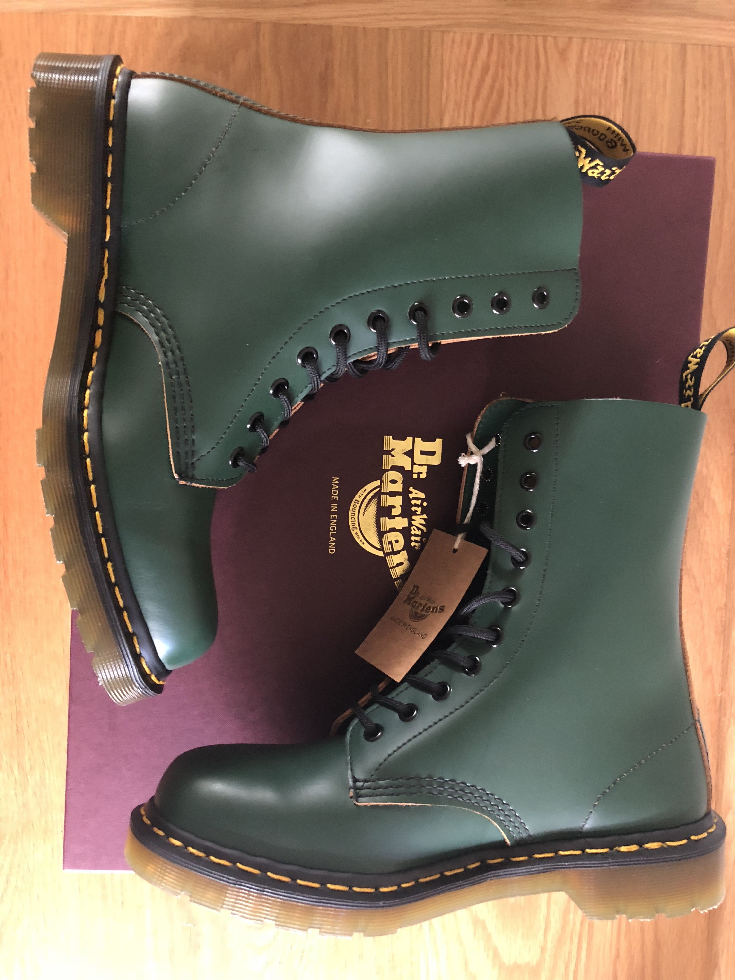 49efd515719 Dr Martens Green Made in England. #bespoke #1490 #drmartens | DMs ...
