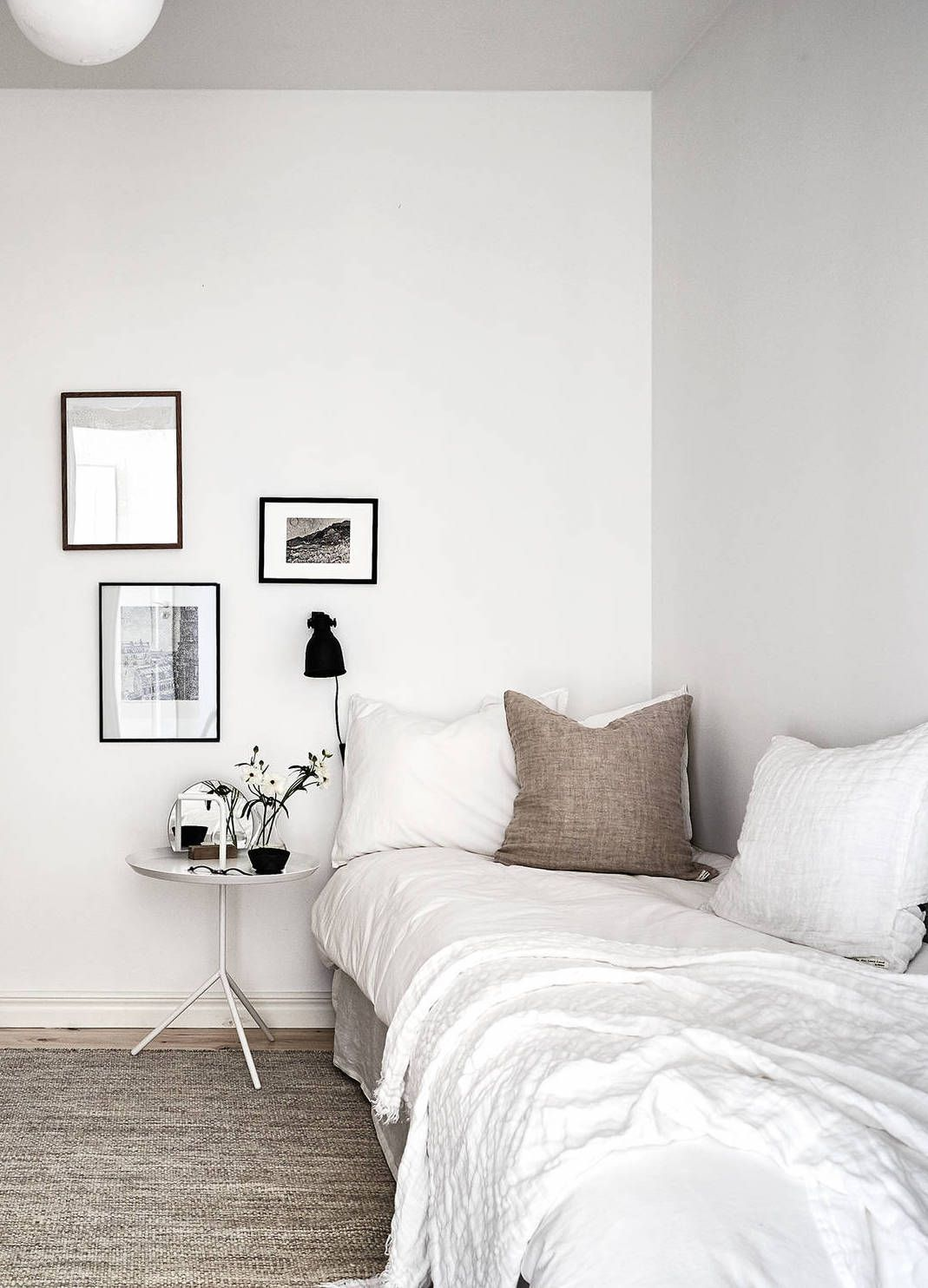 Photo of White home with warm details – COCO LAPINE DESIGN