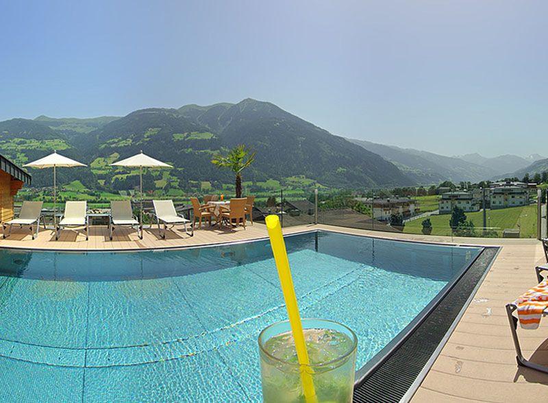 """Gewinne mit Austria 7 Nächte in der Junior Suite für 2 Erwachsene und 1 Kind im 4-Sterne alpina Lifestyle- und Kinderhote im Zillertal!  Im Preis inbegriffen sind eine 6-Tages Zillertal Activcard und """"All Inclusive"""".  Teste hier dein Glück im Wettbewerb: http://www.gratis-schweiz.ch/gewinne-sommerferien-im-zillertal/  Alle Wettbewerbe: http://www.gratis-schweiz.ch/"""