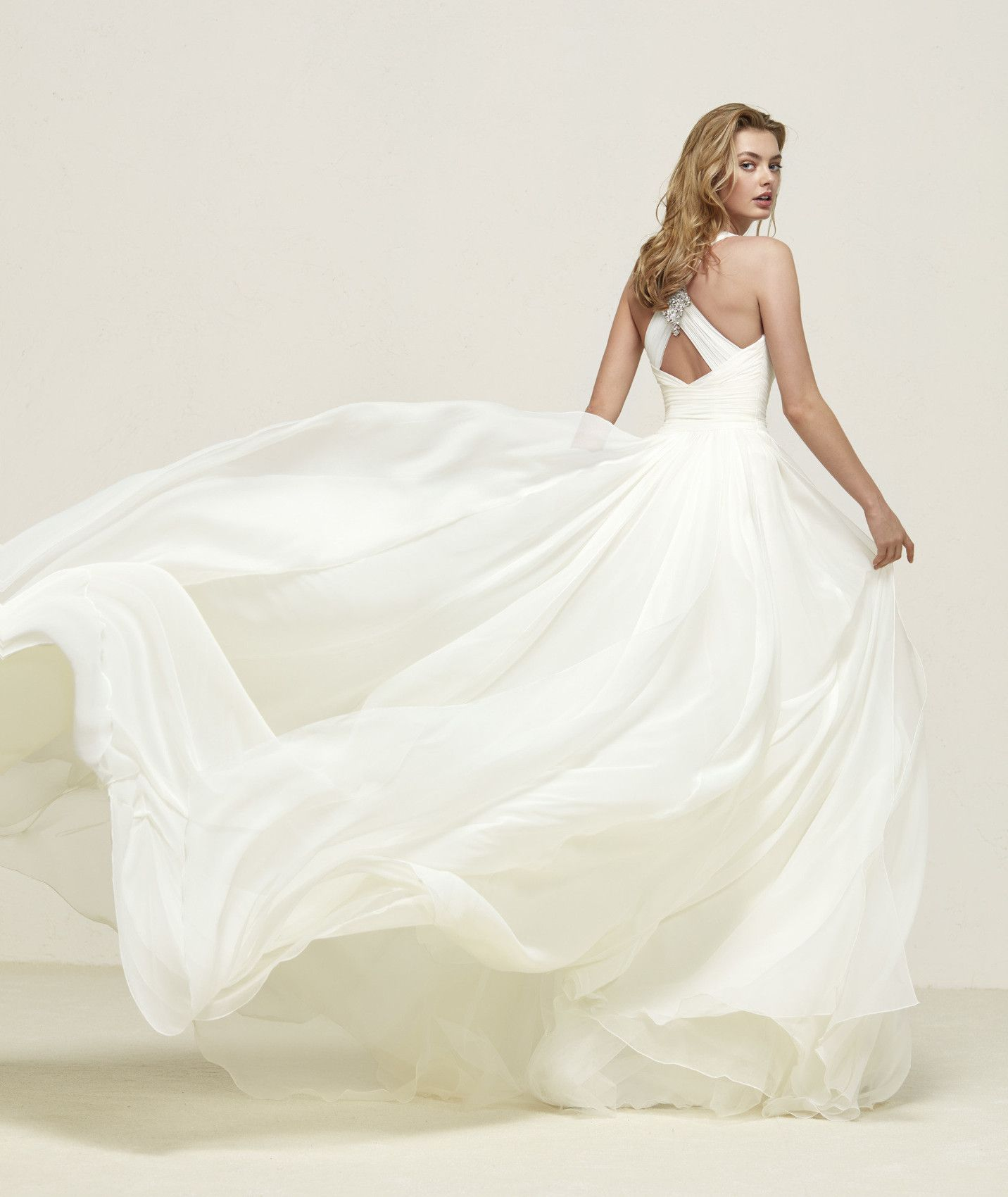 f4c29f34 Let fald simpel brudekjole. Www.lovelybride.dk #brudekjole #letbrudekjole