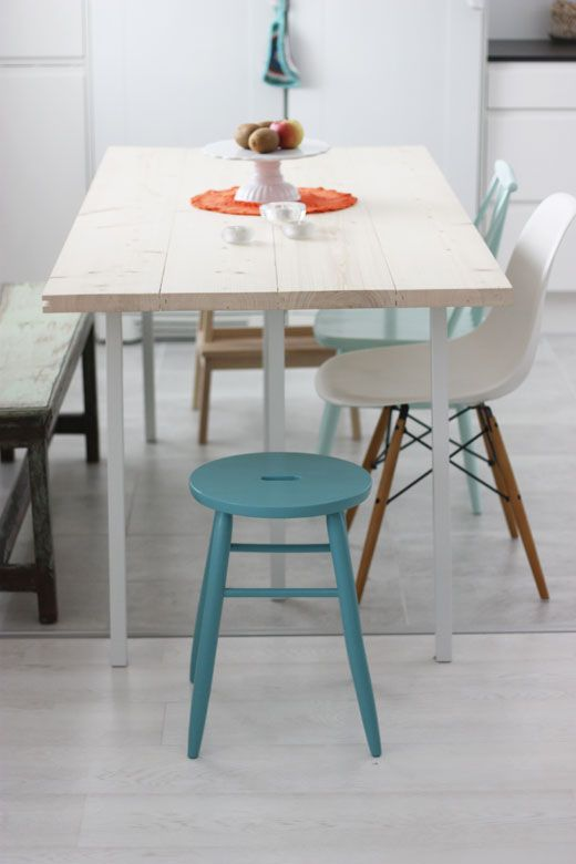 I love the mismatched chairs - though I'm not sure how well they'd go with a multicoloured table (which is what I'd like)