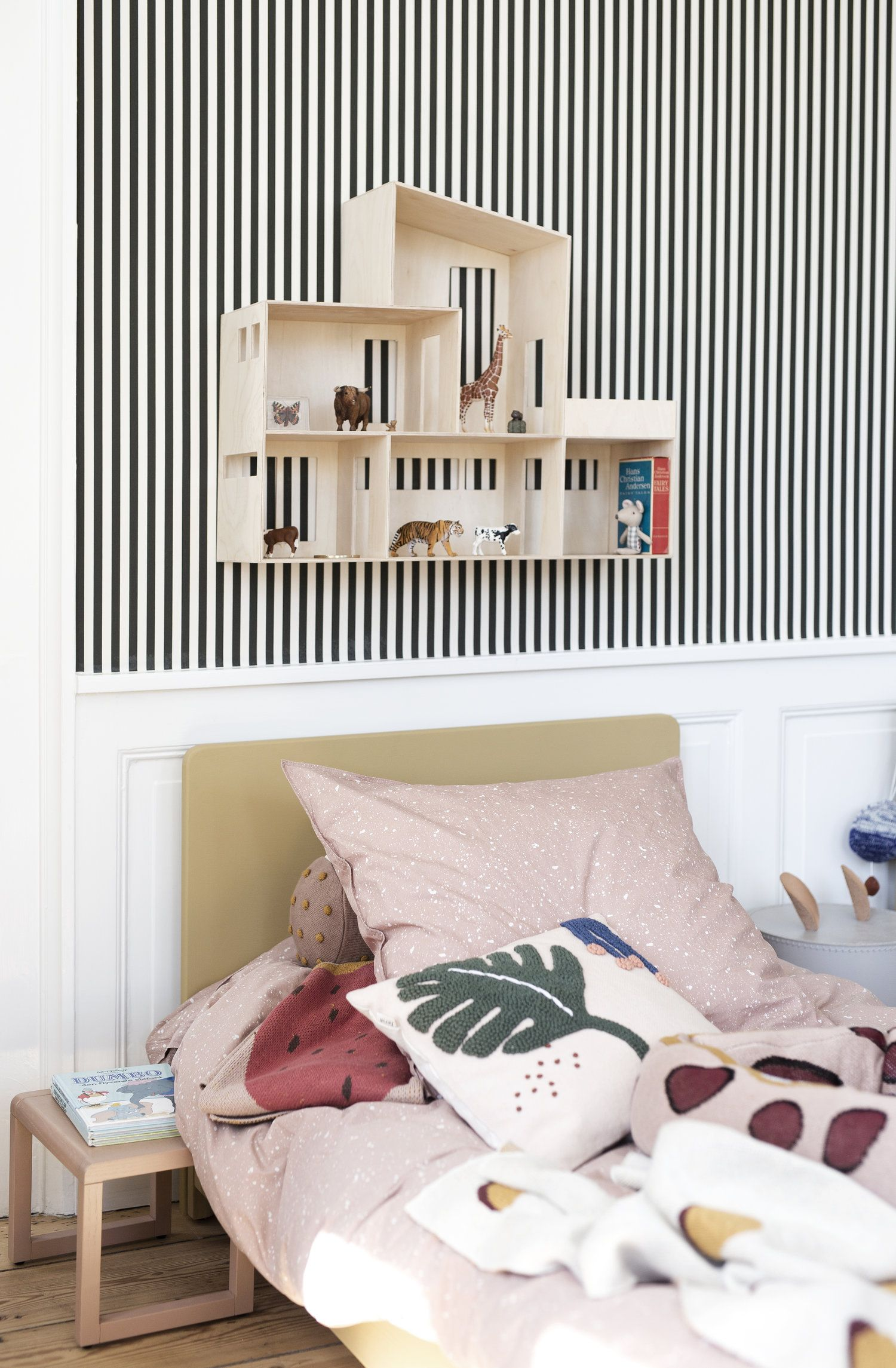 Gestreept Behang Slaapkamer Tour The Home Of Ferm Living In Copenhagen L I T T L E