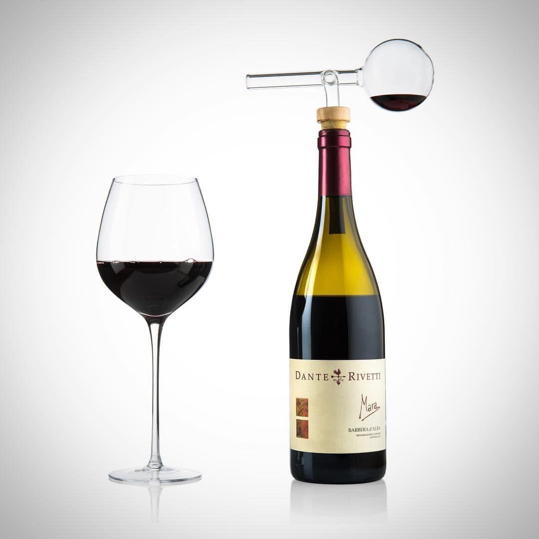 Wijn decanteren per glas: haal het beste uit je wijn! Benieuwd hoe het werkt? Bekijk het filmpje op www.vino-piu.nl #wijngeschenk #decanterenperglas #vaderdag #cadeau #wijnliefhebber #elangifts