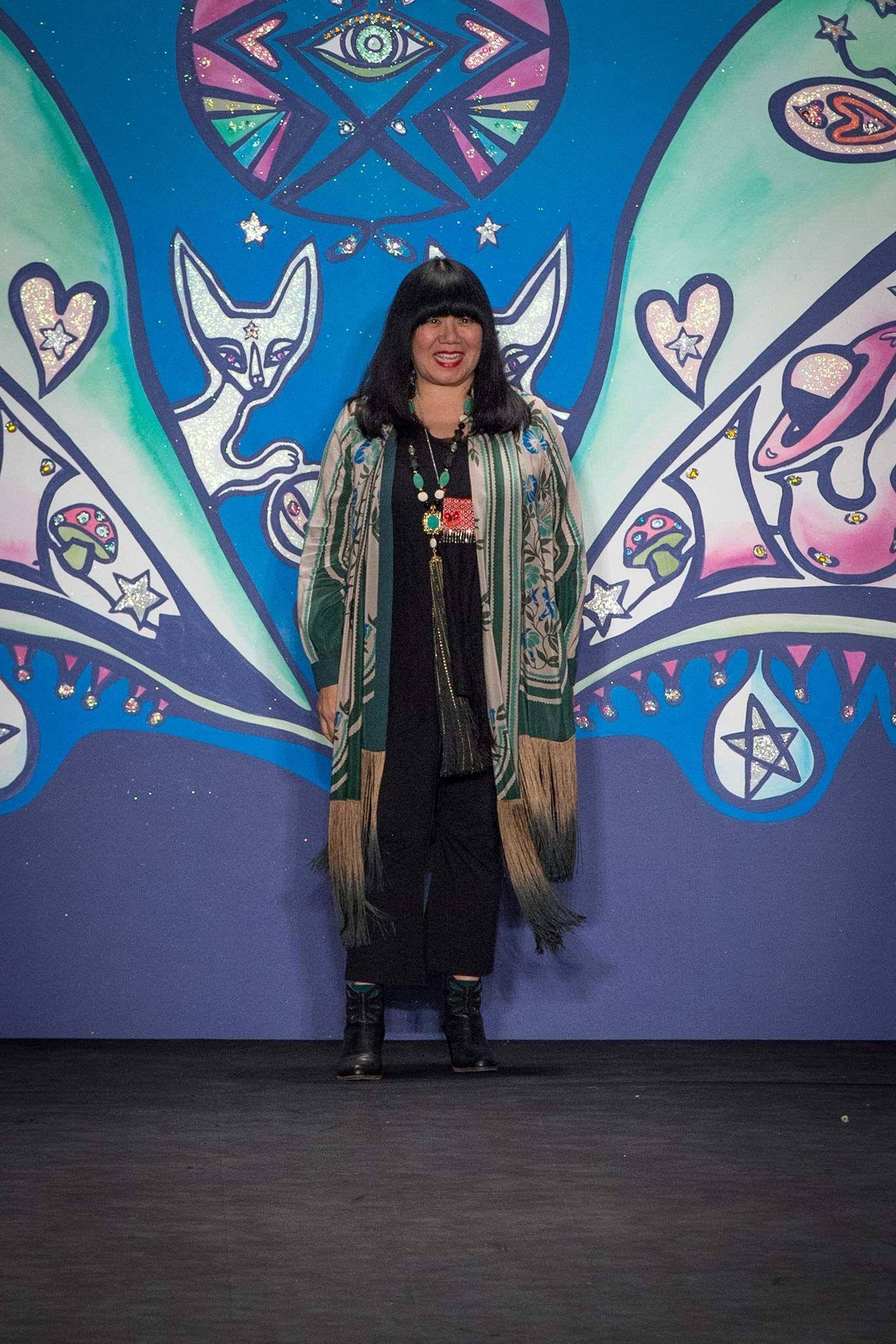 This is how Anna Sui does it herself. Spring 2015 Ready-to-Wear Fashion Show - Anna Sui
